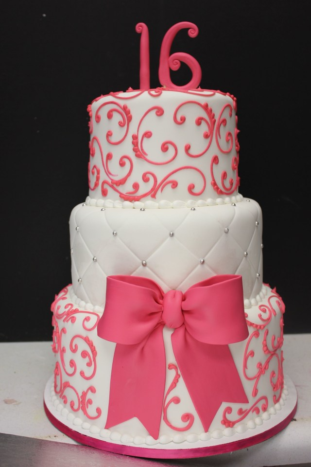 Sweet 16 Birthday Cake Ideas Sweet 16 Cake Maybe In Red And Black And Gold Instead Sweet 16
