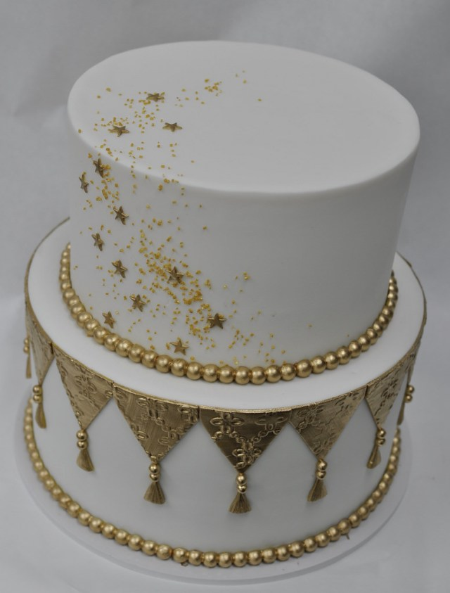 White And Gold Birthday Cake Gold And White Sparkle Birthday Cake Jenny Wenny Flickr