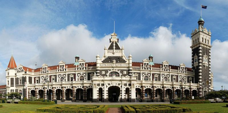 This image has an empty alt attribute; its file name is 1024px-Dunedin_Railway_Station_Full_Exterior.jpg