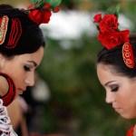 Las candidatas a Miss Sevilla 2010 posan con moda flamenca de Pilar Vera y en traje de noche de Ana Torres