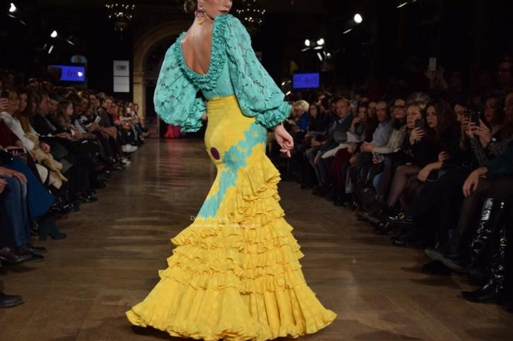el-ajoli-trajes-de-flamenca-2016-entre-cirios-y-volantes