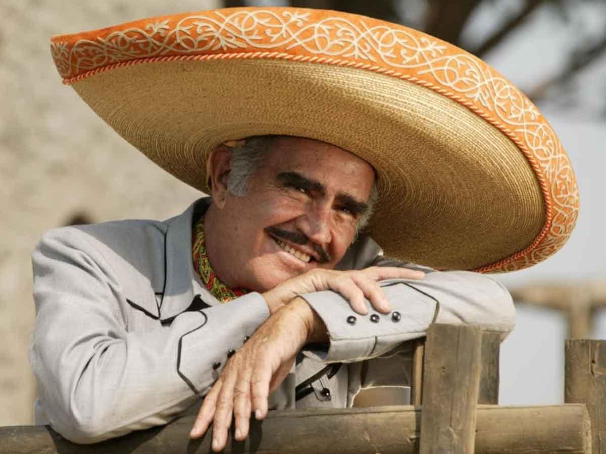 Vicente Fernández estrena sencillo de Juan Gabriel