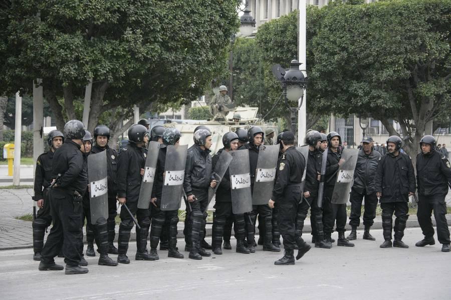 Policías anti disturbios en Túnez. / AI