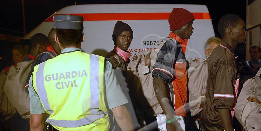 Grupo de subsaharianos a su llegada a la costa andaluza. / Guardia Civil