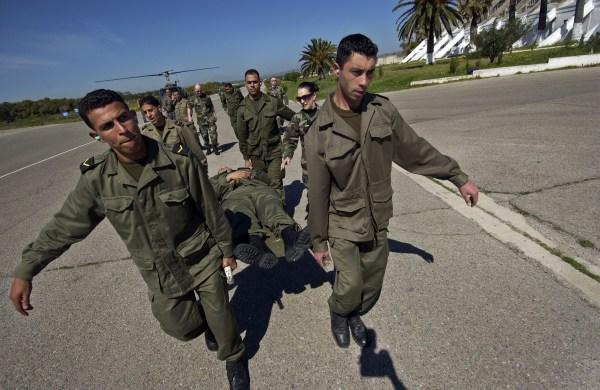 Militares tunecinos haciendo pruebas. / C.C