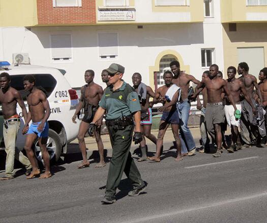Los inmigrantes que esta mañana han logrado llegar a Melilla. / O.M