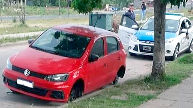 robaron ruedas auto
