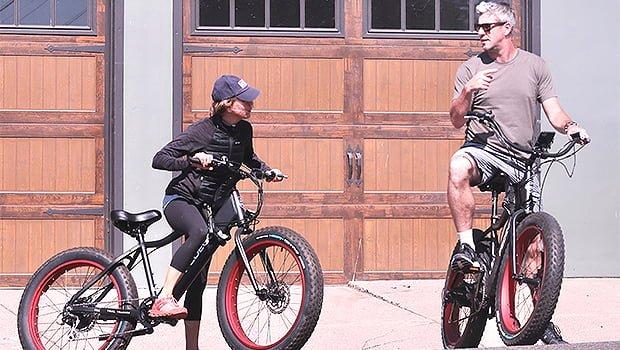 Renee Zellweger & New BF Ant Anstead Enjoy Bike Riding Date In Laguna Beach — Photo