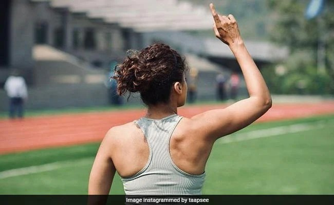 Taapsee Pannu's Physique In This Pic Leaves Fans Awestruck