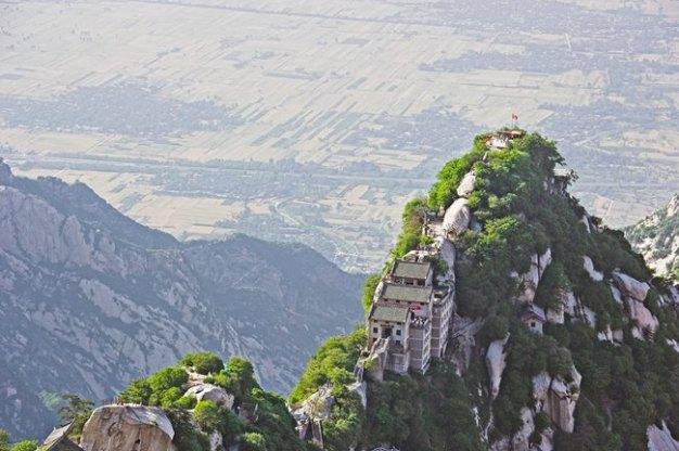 La montaña sagrada de Hua-Shan en China no es apto para cualquier persona. ¿La escalarías?.