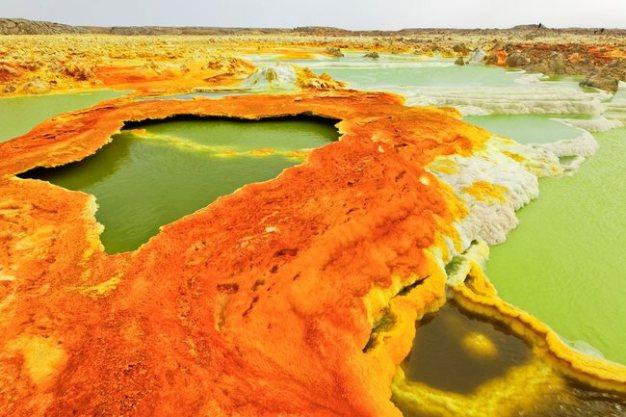 En Etiopía se encuentra uno de los puntos más calientes de la tierra: el Desierto de Danakil. Sus temperaturas superan los 55 grados centígrados durante el día.