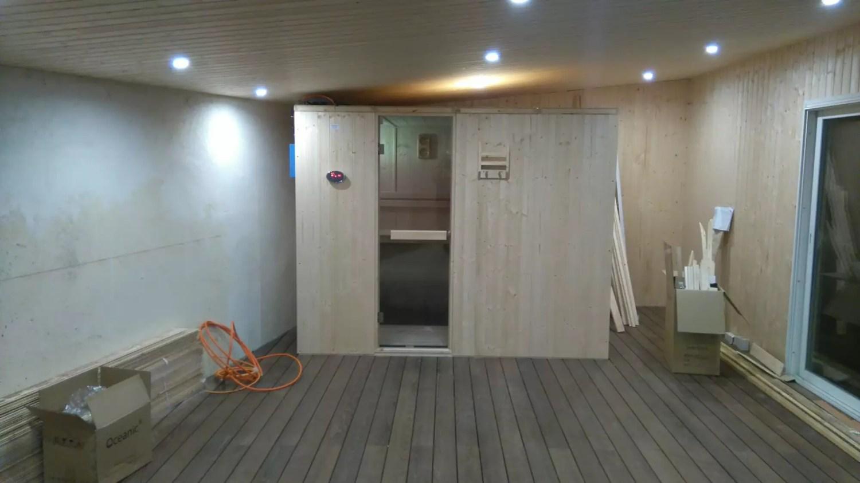 sauna dans pool house. Montage d'un sauna