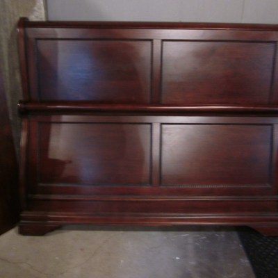 This Week's Finds:  Queen Sleigh Bed & Twin Beds