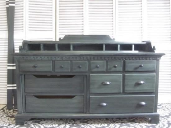Colonial sideboard green with black glaze