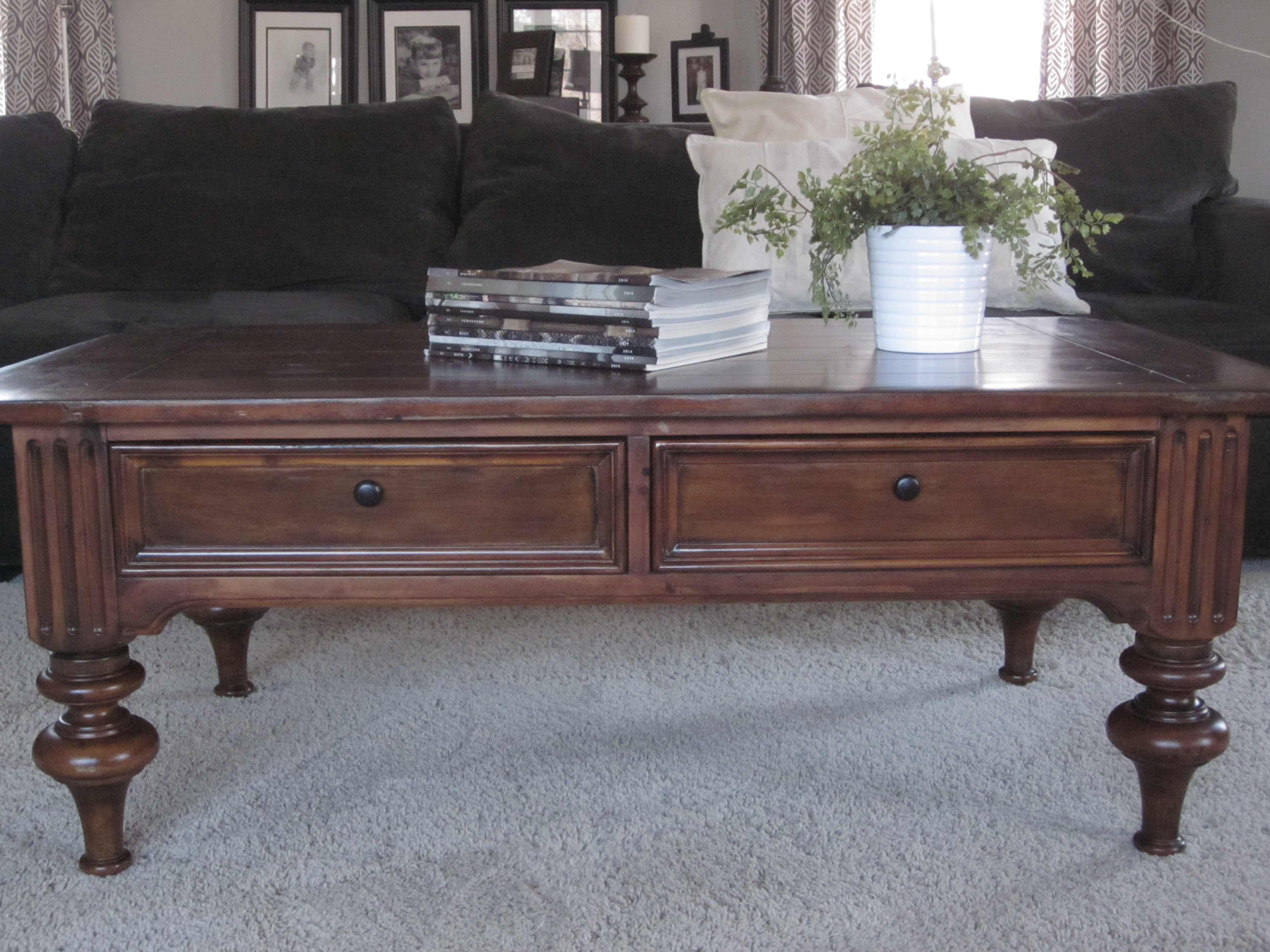Traditional Turned Leg Coffee Table