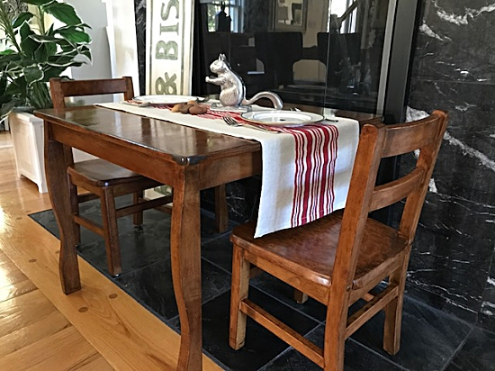 kids thanksgiving table, kids stained chairs