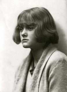 Daphne Du Maurier, 1922. Ruth Bartlett