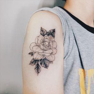 紀念母親的梔子花-EN刺青