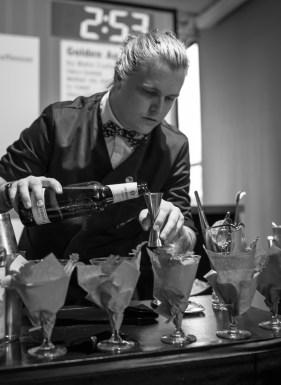 Jacobsen Velvet tilføjes cocktailen. Photo by Michael Sperling.