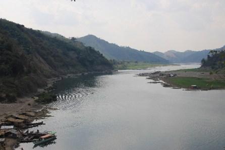 La vue sur le fleuve depuis le haut du village.