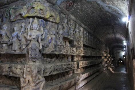 Les magnifiques sculptures intérieures.
