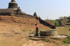 De l'extérieur le temple ressemble à un bunker.