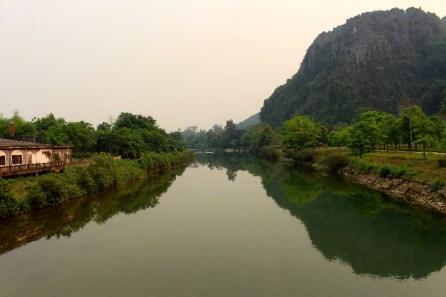 La rivière qui passe dans la ville.