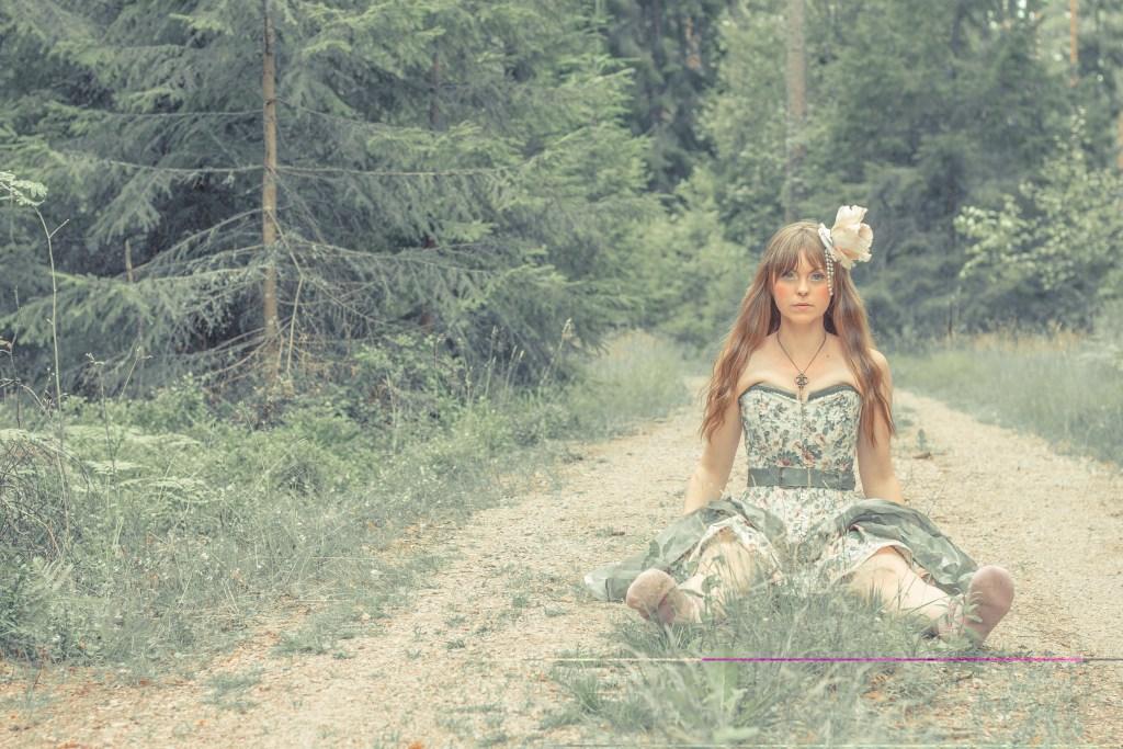 Bild för kostymdesigner och kostymmakare Julia Elstring Högberg och företaget Mytomsydd som visar korsett och kjol.