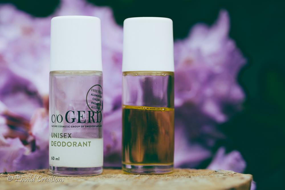 Naturlig och giftfri deo/deodorant av c/o Gerd. Bredvid en återvunnen förpackning med egentillverkad myggolja.