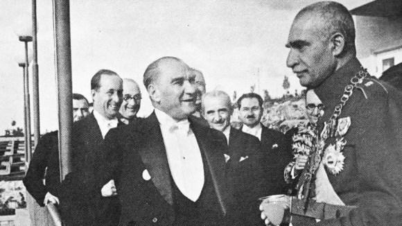 Akıl ve mantığın halledemeyeceği mesele yoktur - Mustafa Kemal Atatürk Resimli Sözler - Atatürk Sözleri Ve Fotoğraf Arşivi, unlu-sozleri, guzel-sozler