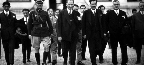 Memleket işlerinde millet işlerinde gerçek işlerde duyguya hatıra kardeşliğe ve dostluğa bakılmaz. 1 1024x465 - Mustafa Kemal Atatürk Resimli Sözler - Atatürk Sözleri Ve Fotoğraf Arşivi, unlu-sozleri, guzel-sozler