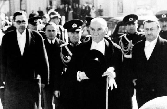 Türk Hükümetinin ilk amacı halka hürriyet ve mutluluk vermek askerlerimize olduğu kadar sivil halkımıza da iyi bakmaktır. - Mustafa Kemal Atatürk Resimli Sözler - Atatürk Sözleri Ve Fotoğraf Arşivi, unlu-sozleri, guzel-sozler