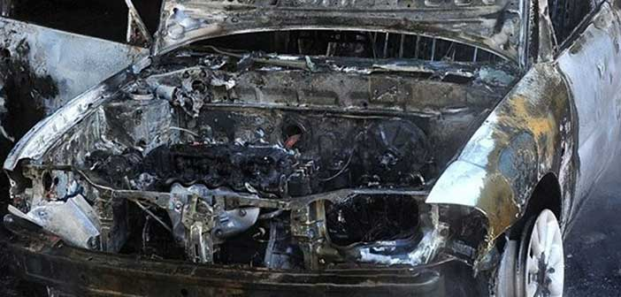 Πυρκαγιά σε όχημα στην οδό Γαρυττού, στο Χαλάνδρι