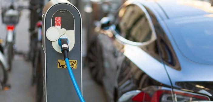 Έρχονται 120 σταθμοί φόρτισης ηλεκτρικών οχημάτων στην Αττική