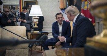 Ο Τσίπρας στον Λευκό Οίκο: Συμπάθεια, στήριξη, έπαινοι Τραμπ και… νέα F-16
