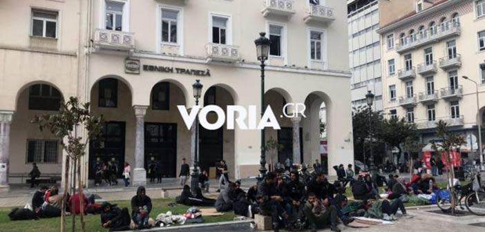Θεσσαλονίκη: Άτυπος καταυλισμός προσφύγων στην πλατεία Αριστοτέλους