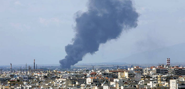 Ένας πυροσβέστης νεκρός κι ένας στο νοσοκομείο σε πυρκαγιά στη Σίνδο – Video