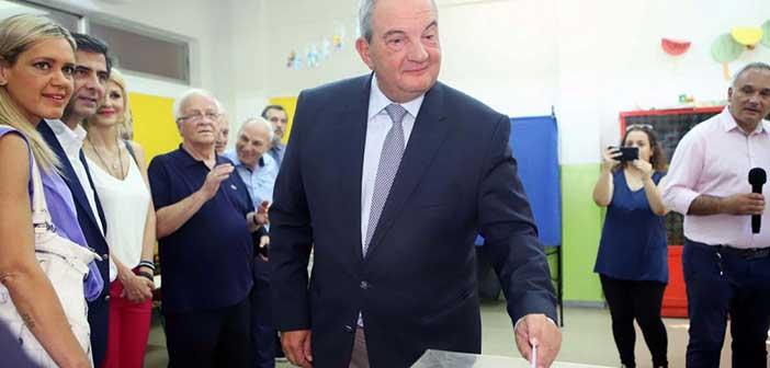 Άσκησε το εκλογικό του δικαίωμα χωρίς δηλώσεις ο Κ. Καραμανλής