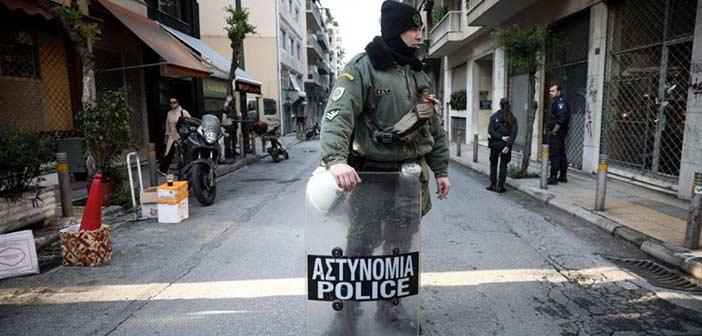 Έφοδος της αστυνομίας στα Εξάρχεια – Σε τέσσερα κτήρια η επιχείρηση
