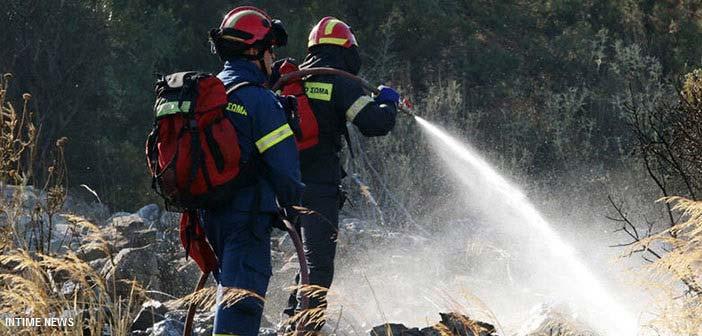 Φωτιά κοντά σε εργοστάσια στη Μεταμόρφωση