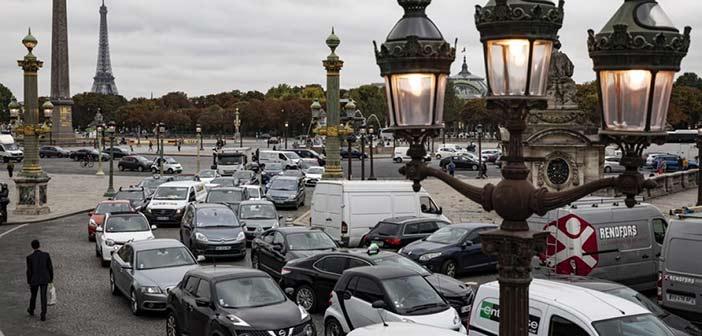 Παραλύει το Παρίσι από την απεργία στα ΜΜΜ