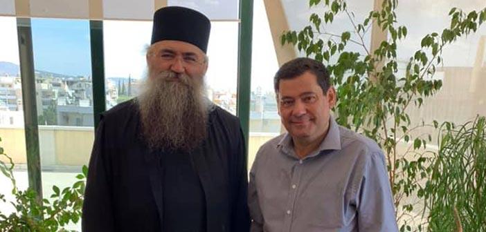 Ο ηγούμενος της Μονής Εσφιγμένου στο δημαρχείο Λυκόβρυσης – Πεύκης