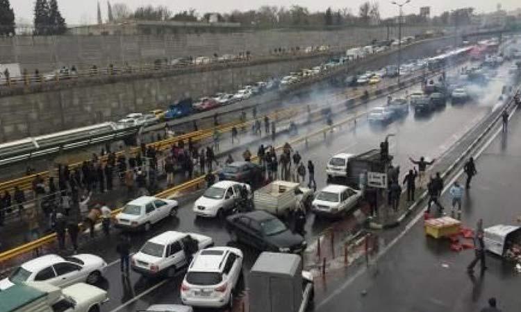 Ιράν: Τουλάχιστον 115 νεκροί σε διαδηλώσεις