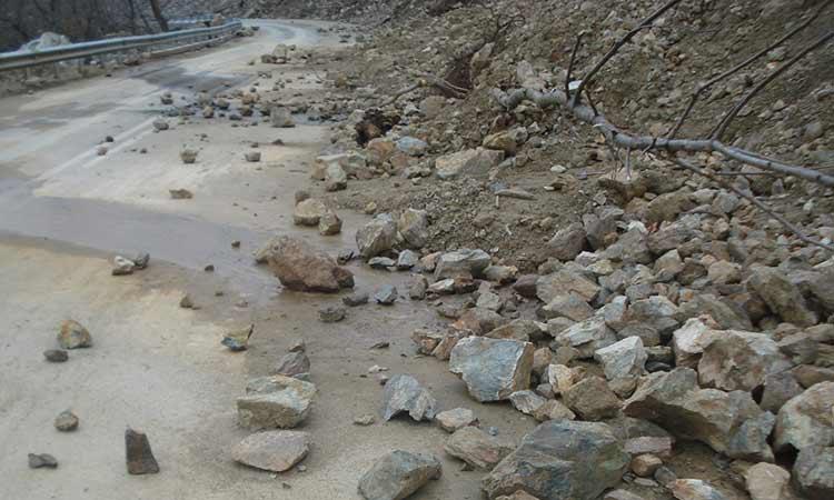 Τρίκαλα: Καταπτώσεις βράχων στα ορεινά λόγω έντονης βροχόπτωσης