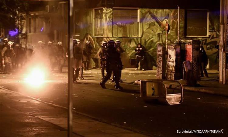 «Πεδίο μάχης» η Αθήνα – Βανδαλισμοί και ζημιές σε καταστήματα