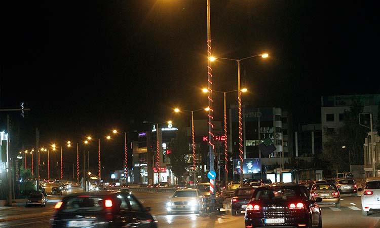 Εορταστικός φωτισμός σε βασικούς οδικούς άξονες της Αττικής