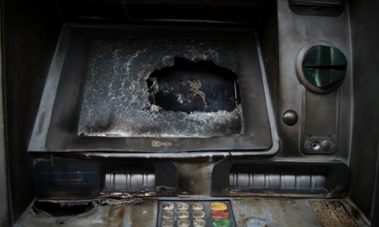 Έκρηξη σε δύο ΑΤΜ στο Ίλιον: Πήραν λεφτά και έγιναν καπνός