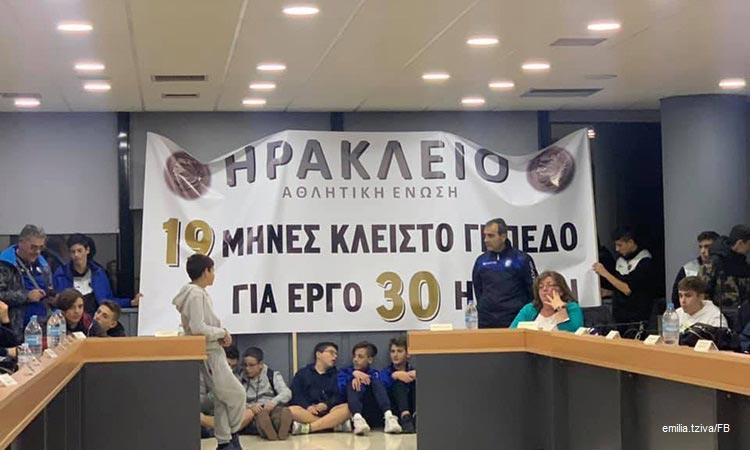 Αιμ. Τζίβα: Να φτιαχτεί ο χλοοτάπητας στο γήπεδο Πρασίνου Λόφου με… εντολή Δημοτικού Συμβουλίου