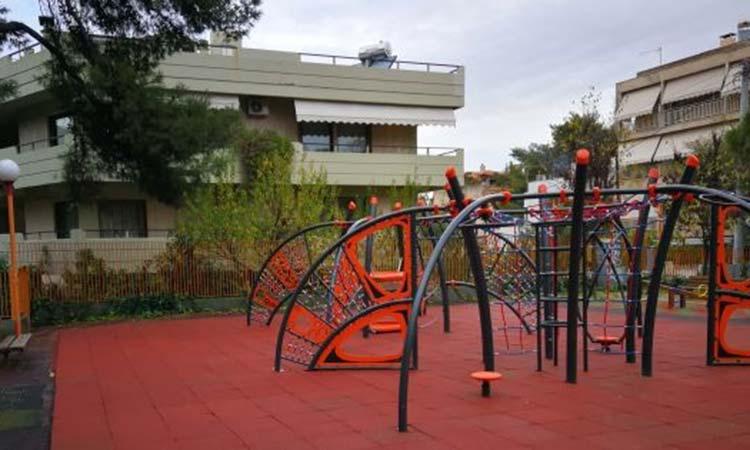 Φυσάει Κόντρα: Πολύ πρόχειρη και με κακής ποιότητας υλικά αποκατάσταση παιδικών χαρών