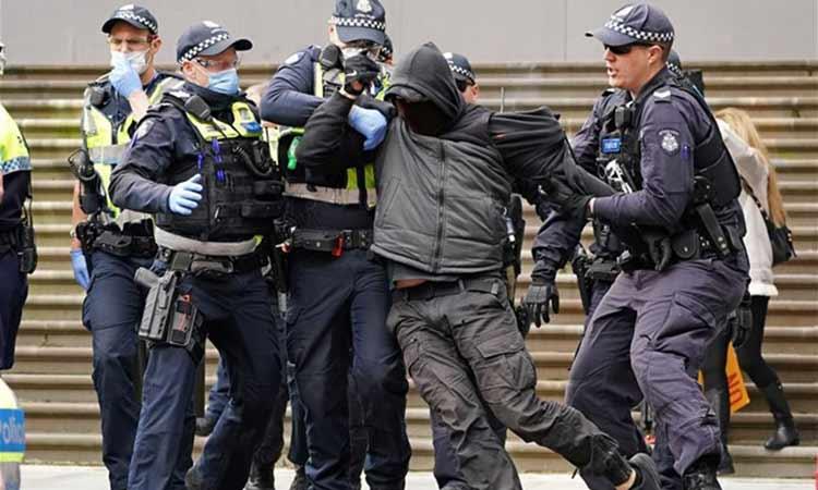 Μελβούρνη: Δέκα συλλήψεις σε διαδήλωση κατά των περιοριστικών μέτρων